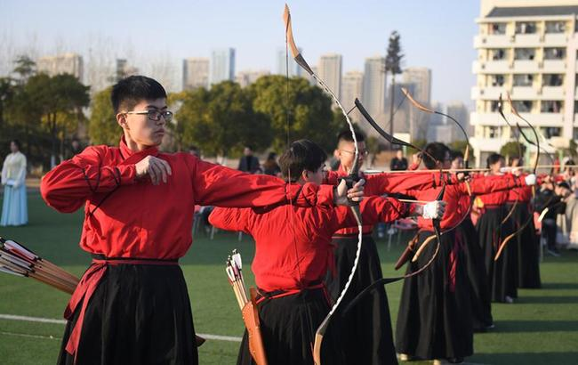 安徽:大学生展现射礼文化