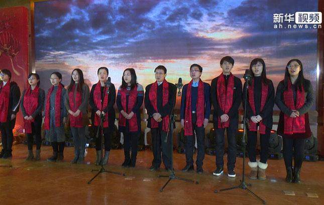 """科学岛上""""哈佛八剑客"""" 新春同唱《我的中国心》"""