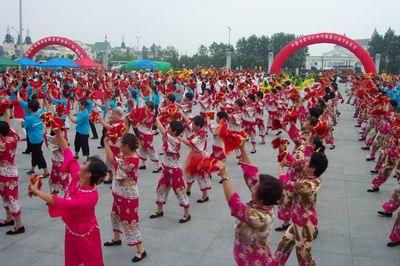 热闹壮观的秧歌舞表演-新华网安徽频道