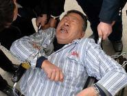 男子身賴醫院病床3年 被強執抬走