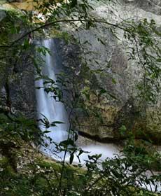 秋浦的石與水