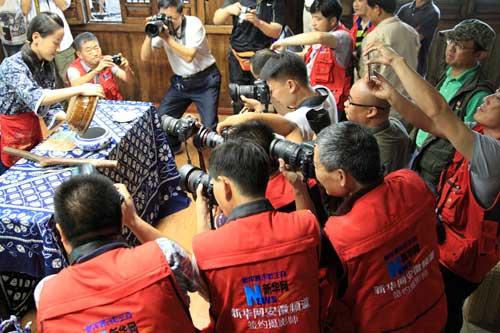新華網安徽頻道簽約攝影師走進安徽天方茶業集團