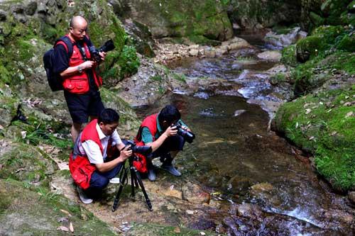 新華網安徽頻道簽約攝影師在秋浦河景區採風