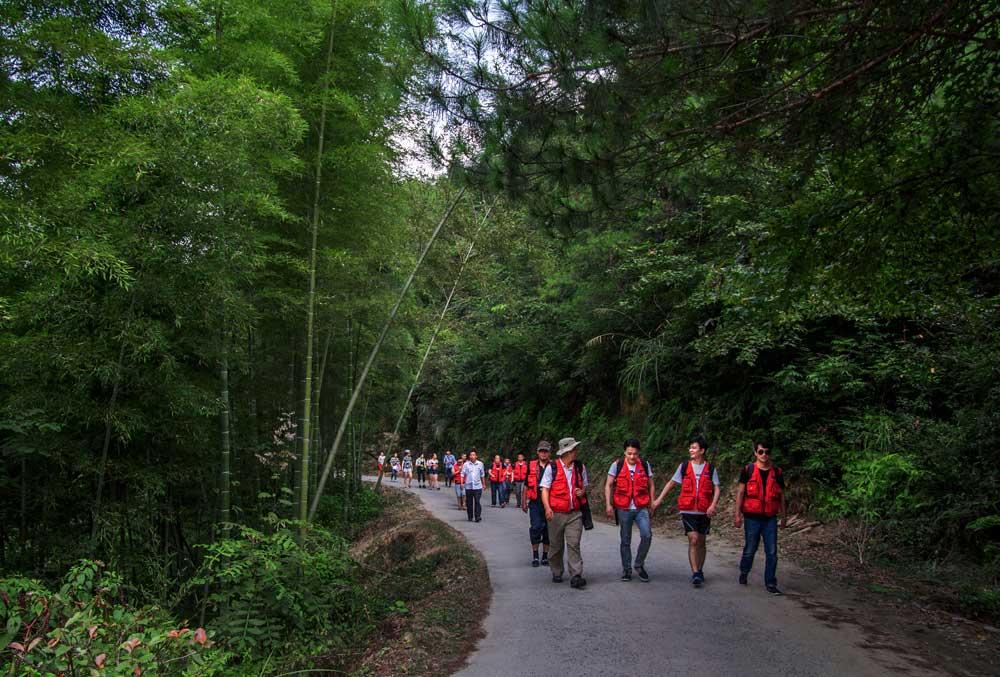 簽約攝影師走進秋浦河景區採風。(新華網安徽頻道簽約攝影師 淩革 攝)