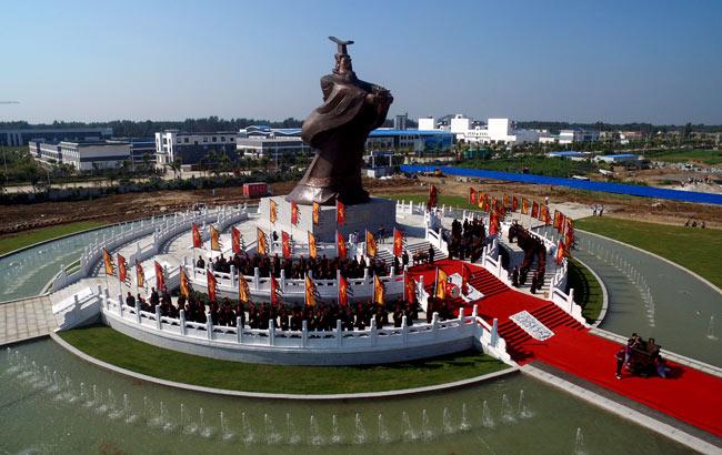 亳州:航拍全球規模最大曹操像 高度達19.6米
