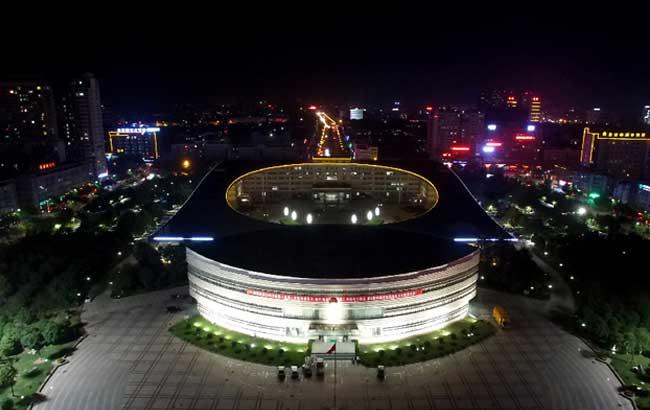 新華網安徽航拍:飛入中華藥都 俯瞰華夏酒城