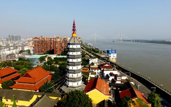 新華網安徽航拍:飛入歷史名城 俯瞰黃梅戲之鄉--安慶