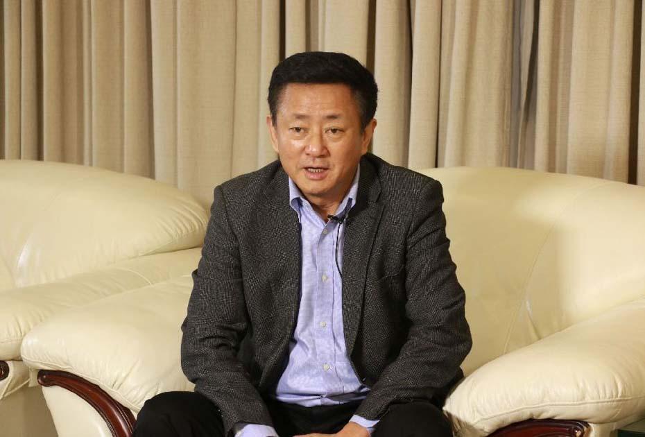 著名經濟學家樊綱接受新華網安徽頻道記者採訪