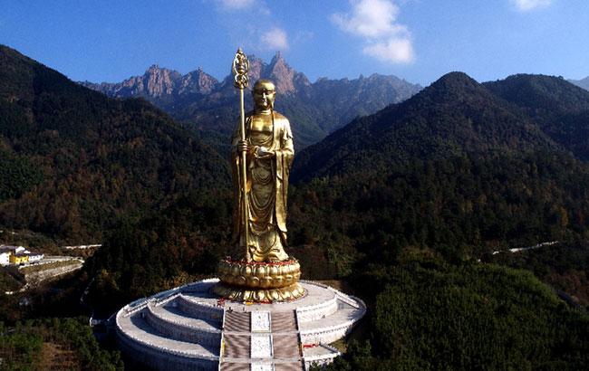 新華網安徽航拍:飛入佛教聖地 俯瞰靈秀九華