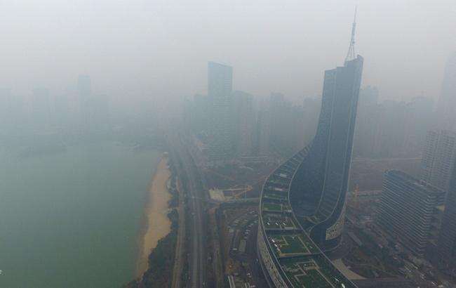 新華安徽航拍:霧霾籠罩下的合肥