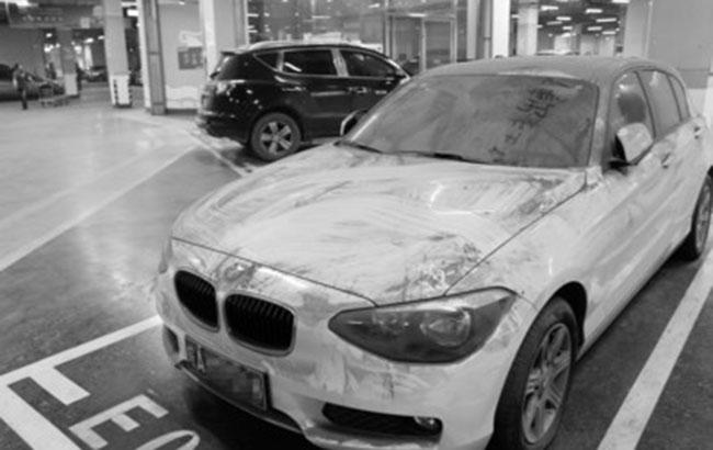 宝马车停车库近两年 停车费或达2万多元