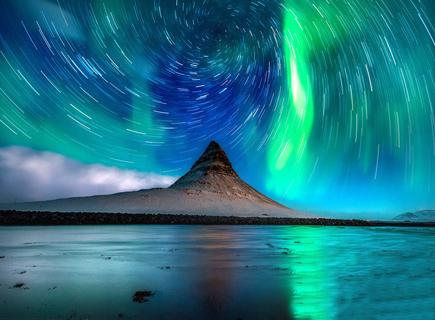 攝影師拍攝漩渦形星跡 色彩斑斕讓人眼花繚亂