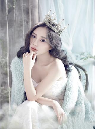 李小璐再披婚紗詮釋幸福新娘 唯美靈動超凡脫俗