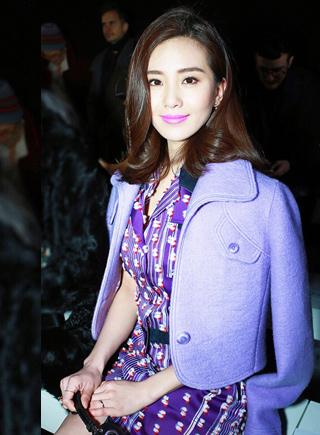 劉詩詩亮相巴黎時裝周 紫色造型實力吸睛