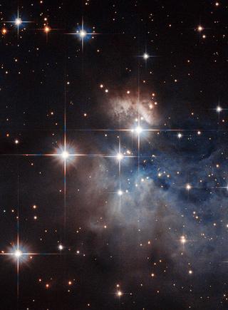 哈勃望遠鏡拍攝宇宙深處的年輕恒星:光芒似彩虹條紋