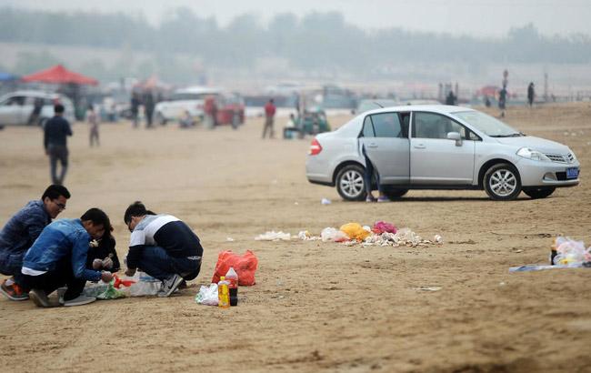 黃河灘成私家燒烤街 垃圾遍地污染黃河水