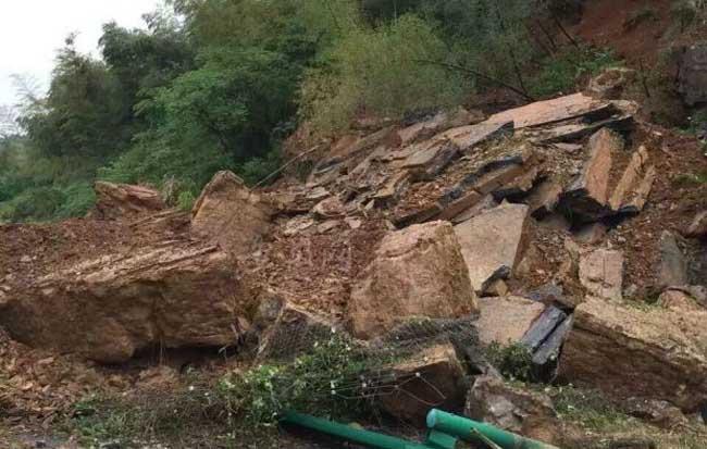 滬渝高速銅陵東境內突發山體滑坡 未造成傷亡