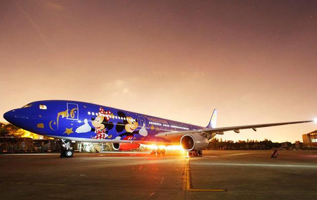 上海迪士尼度假區主題彩繪飛機亮相