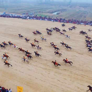 新華網航拍:中華民族大賽馬·2017傳統耐力賽