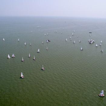 新華網航拍:2017中國青年帆船帆板精英賽暨全國OP帆船錦標賽