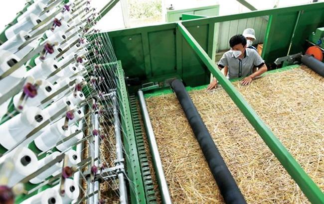 巧用秸稈織草毯