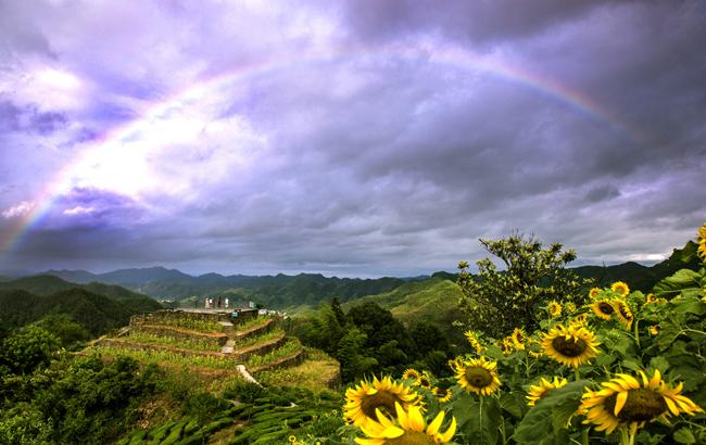 安徽:石潭雨後現絢麗彩虹