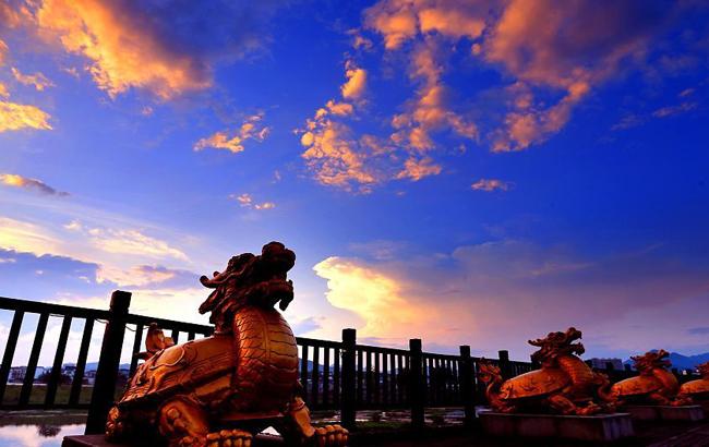 安徽黄山:秋日晚霞唯美如画