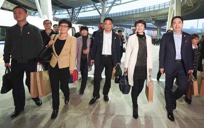 出席十九大的安徽代表團抵京