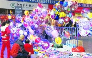 網紅氣球現合肥街頭 美麗背後藏安全隱患