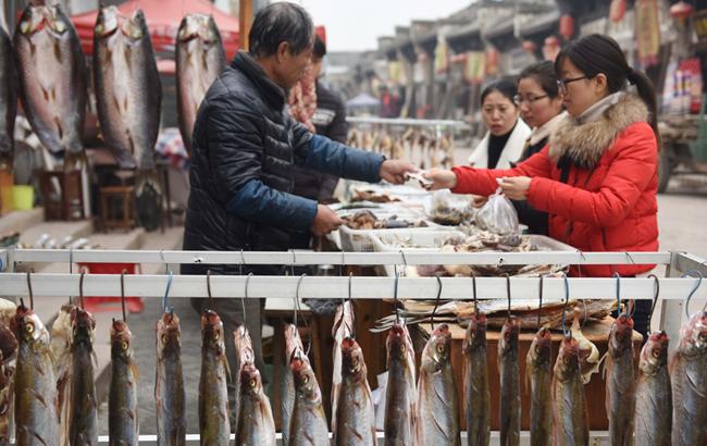 千年古镇鱼市暖 老街江鲜味悠长