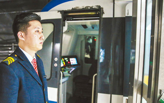 地鐵司機:日常工作雖略顯枯燥但會堅守崗位