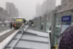 合肥:大雪壓垮公交站臺 造成1人死亡多人受傷