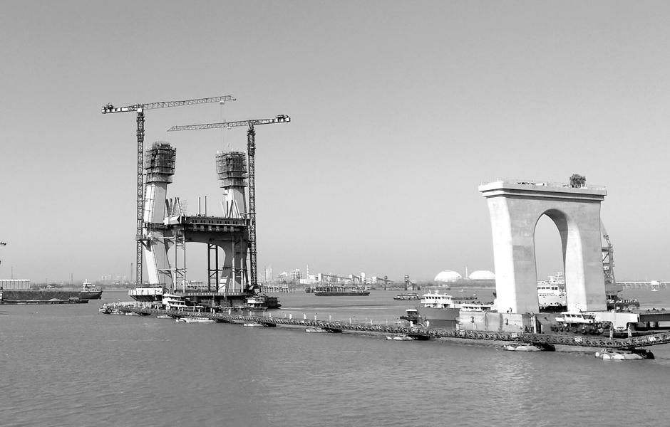 商合杭芜湖大桥主塔钢锚梁安装完成