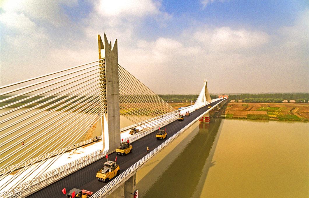 濟祁(qi)高(gao)速淮(huai)河大橋