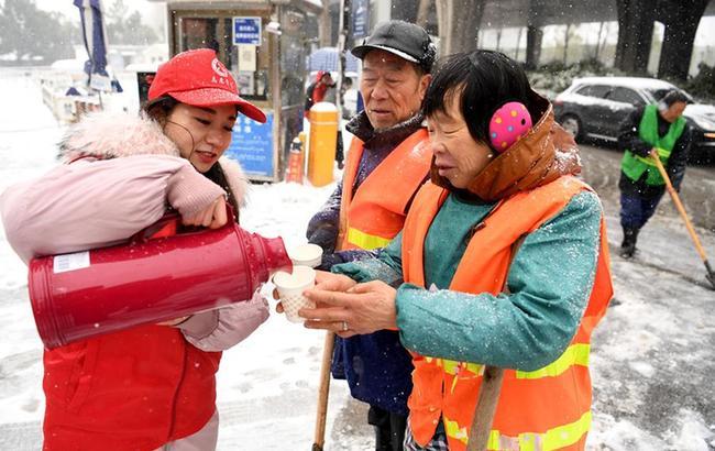 合肥:志願服務溫暖環衛工