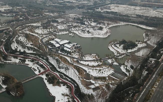 航拍:雪後合肥塘西河公園