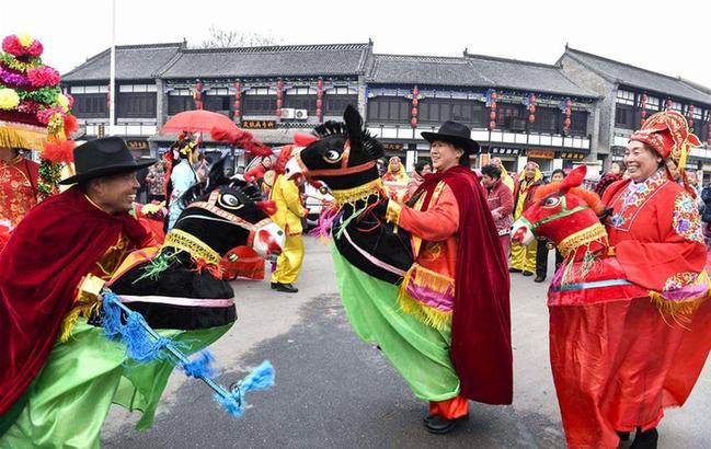 民俗踩街鬧新春