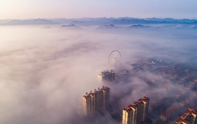 霧中清晨似仙境 清新秀麗山中城