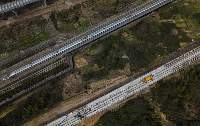 杭黃鐵路鋪軌全線貫通