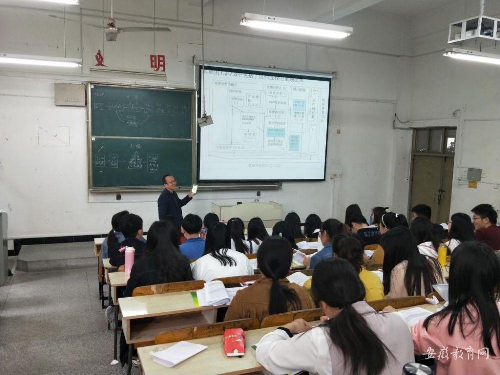 """安徽一高校教授上课用""""摇一摇""""提问 学生纷纷点赞"""