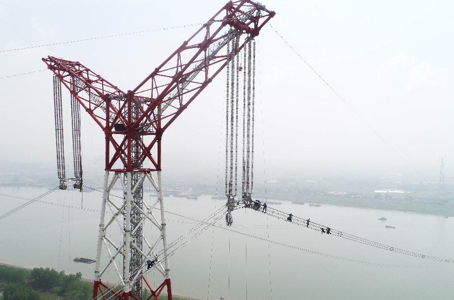 世界第一特高壓成功跨越長江天塹