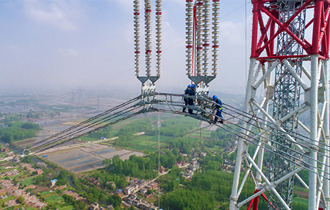 航拍特高壓工程成功跨越長江天塹