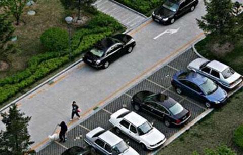 沒有車位不能開車進小區?