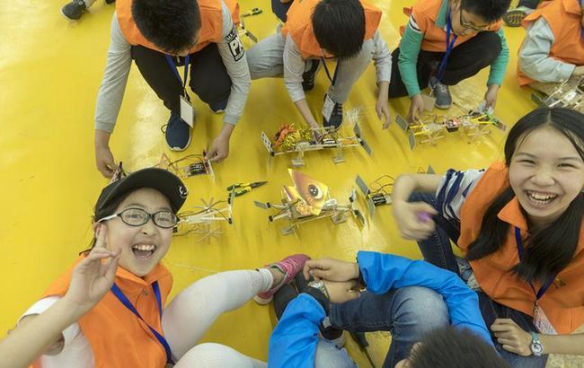 海峡两岸中小学生仿生机器人竞赛举行