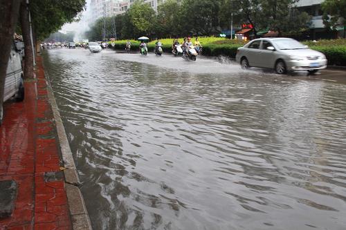 大別山區南部和沿江江南23日仍有強降雨