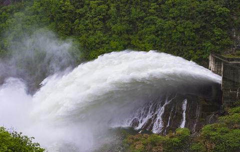 大別山兩大水庫今年首次泄洪