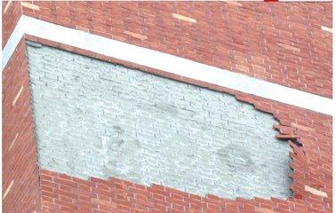 """小区五楼外墙接连""""脱皮"""" 事发阜阳"""