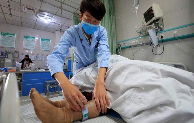 """国际护士节 护士站里的""""男丁格尔"""""""