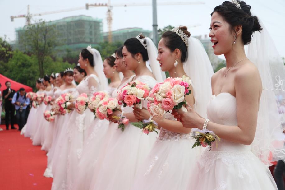 """不一樣的""""520"""" 工地上的集體婚禮"""