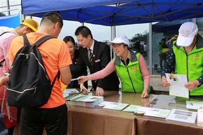 近2万游客畅游黄山